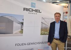 Eike Boysen am Stand der Richel Group.